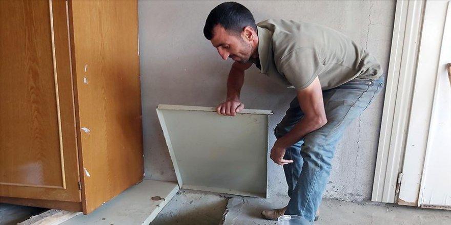 Evinin zemininden çıkan suya çözüm bulamayınca odaya kuyu yaptı