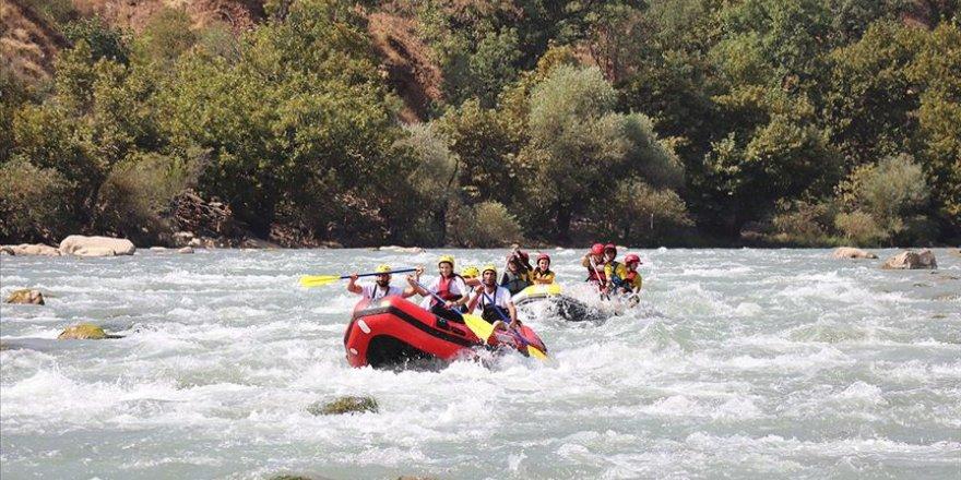 Hakkari'de rafting heyecanı