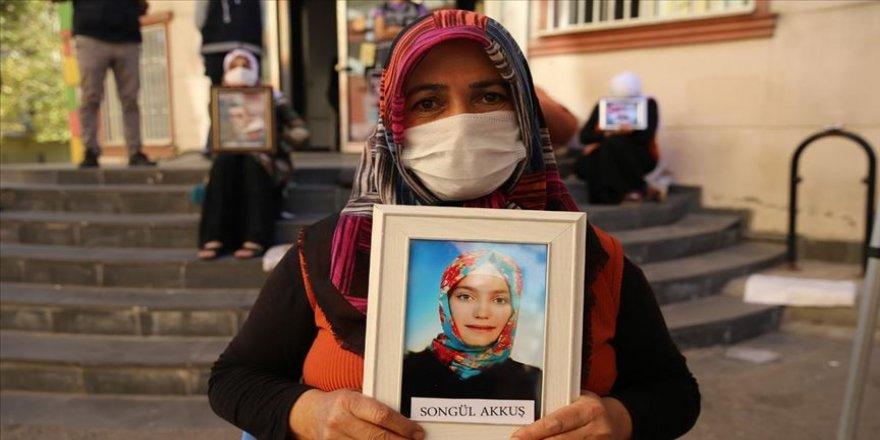 Diyarbakır annelerinden Akkuş: Kızım gel güvenlik güçlerine teslim ol