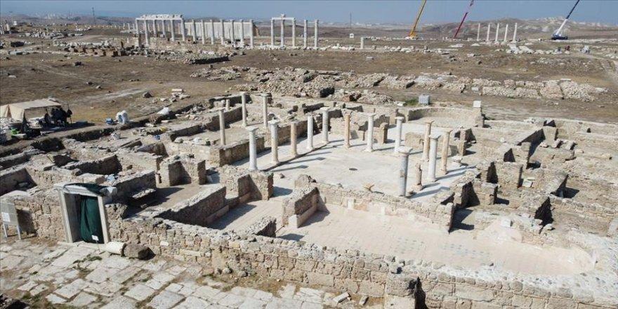 Denizli'deki Laodikya Antik Kenti'nde bulunan 'kiliseli ev' gün yüzüne çıkarıldı