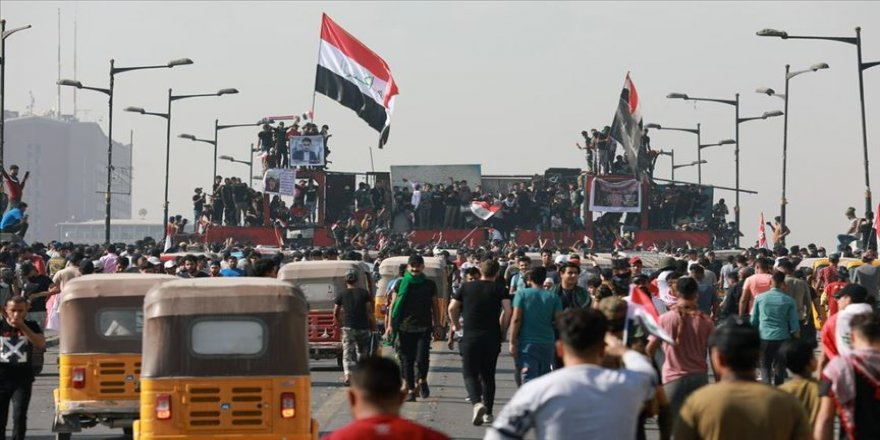Iraklılar, 25 Ekim gösterilerinin birinci yılında Tahrir Meydanı'nda