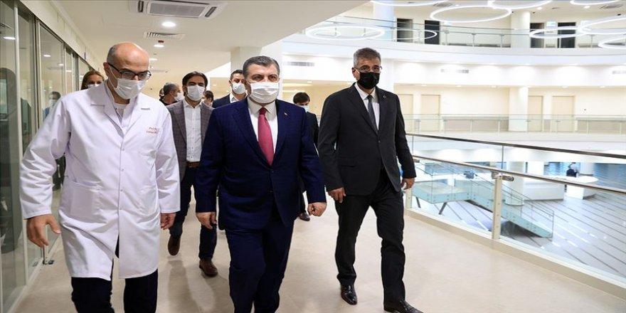 Sağlık Bakanı Fahrettin Koca, İstanbul'daki ziyaretlerini sürdürüyor