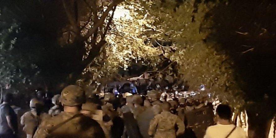 Türkiye'nin Beyrut Büyükelçiliği önünde toplanan bir grup Ermeni, güvenlik güçlerine saldırdı