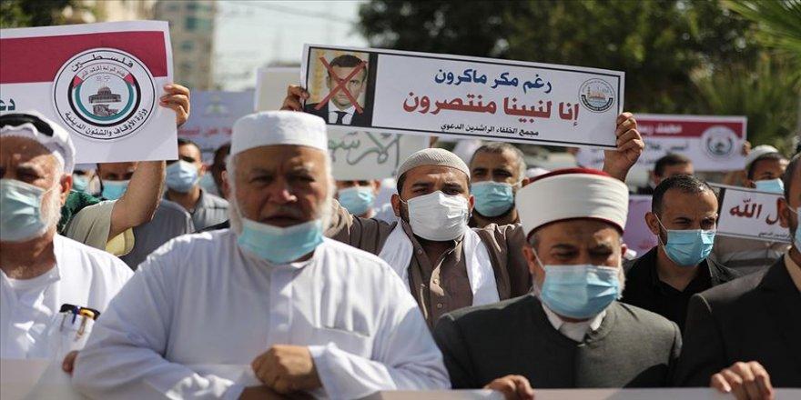 Fransa'nın İslam karşıtı tutumuna Arap ülkelerinin tepkisi sürüyor