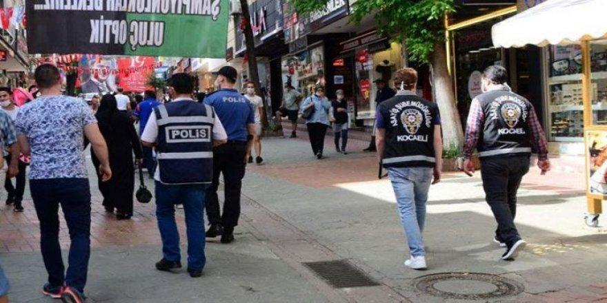 Kocaeli'de Sosyal mesafe kuralına uymayan kişilere ceza kesildi