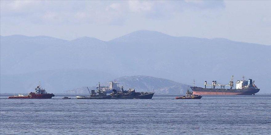 Yunanistan'da donanma ve konteyner gemileri çarpıştı