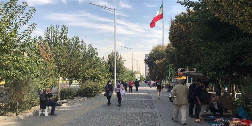 İran'da son 24 saatte 415 kişi Kovid-19'dan hayatını kaybetti