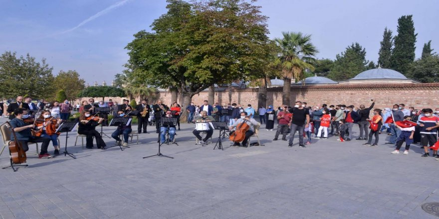 Gebze Kent Meydanında, Cumhuriyet Bayramına özel flash mob uygulaması