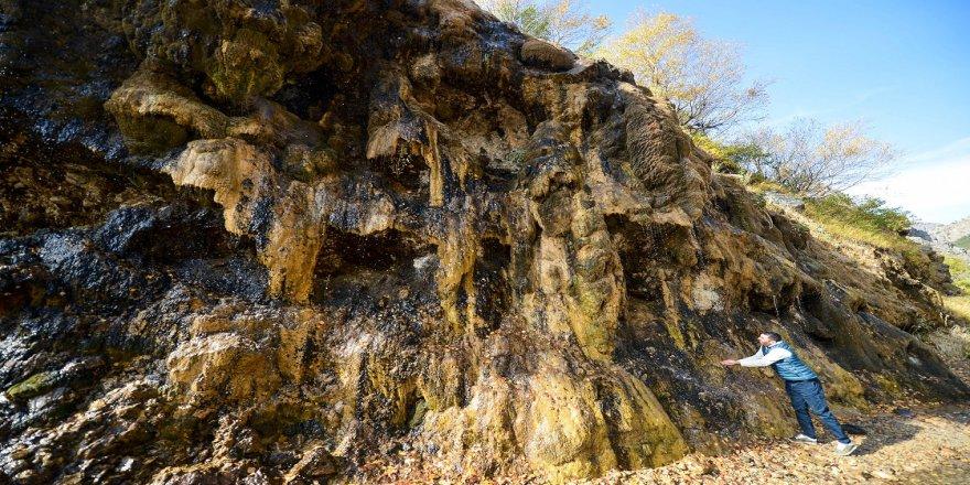 Pülümür Vadisi'ndeki 'Ağlayan Kayalar' sonbaharda doğa tutkunlarını cezbediyor