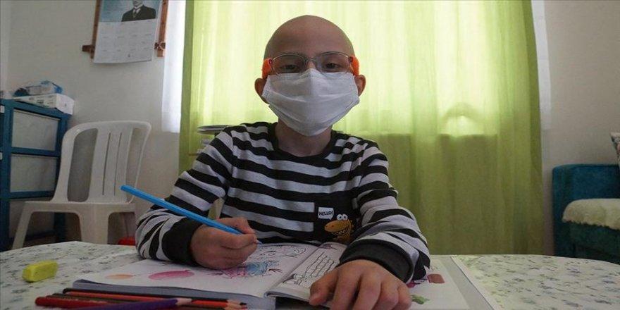 Böbrek üstü bezi kanserini yenen 7 yaşındaki Mert Ali yeniden yürümeye başladı