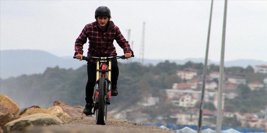Dağ bisikleti sporcusu Emirhan'ın hedefi dünya kupasında pedal çevirmek