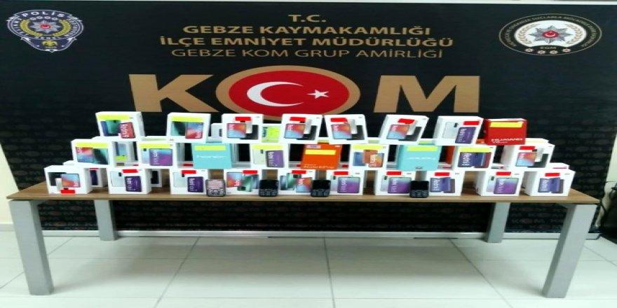 Kocaeli Gebze'de 51 adet gümrük kaçağı cep telefonu ele geçirildi
