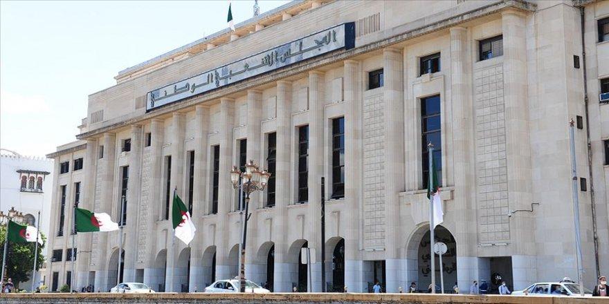 Cezayir 1 Kasım'da Anayasa değişikliği için referanduma gidiyor