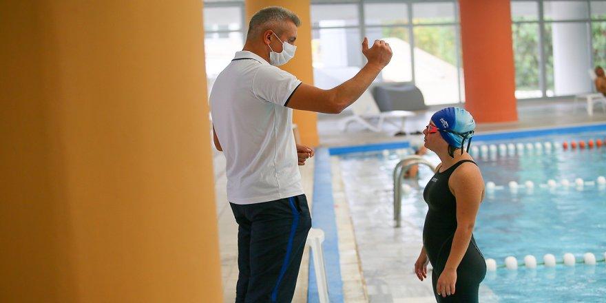 Dünya rekortmeni özel sporcu İrem'in yeni hedefi şampiyon yüzücüler yetiştirmek