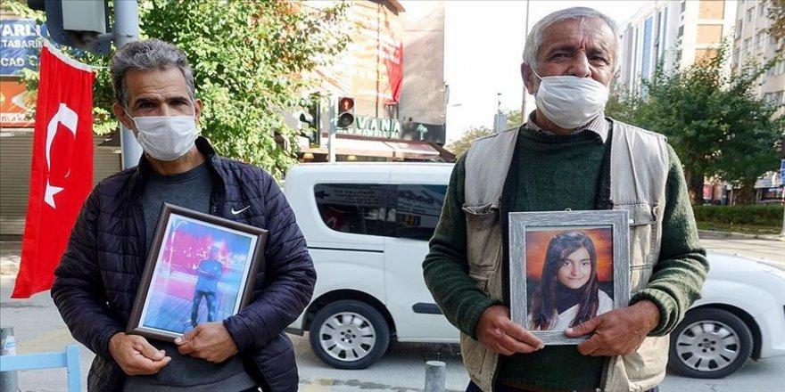 İzmir'de HDP önündeki evlat nöbetine bir baba daha katıldı