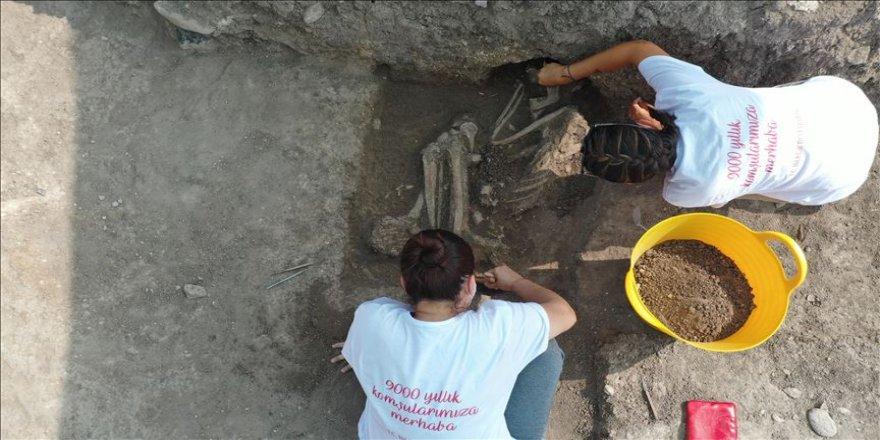 """Bilecik'teki kazıda rastlanan iskeletin """"Batı Anadolu'nun en eski ergen insanı""""na ait olduğu tespit edildi"""