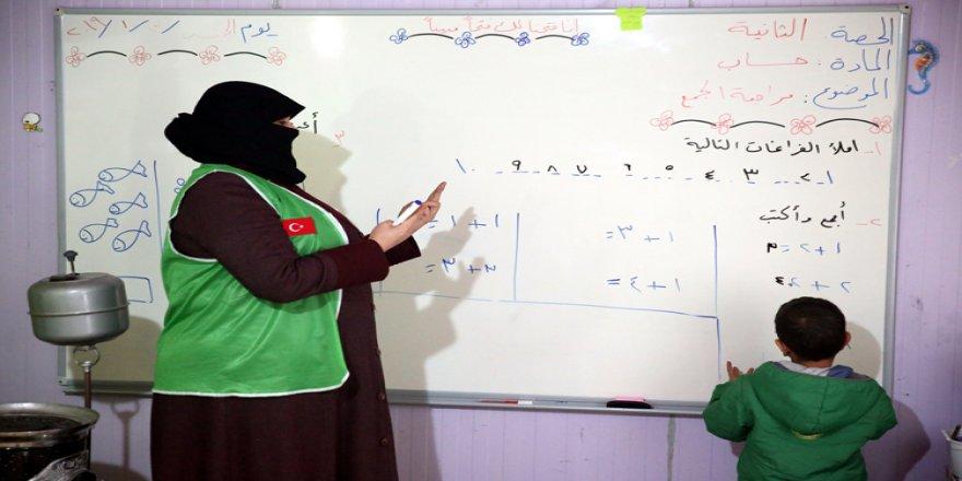 Suriye'de insan hayatına dokunan İHH savaş çocuklarının eğitimi için de çalışıyor