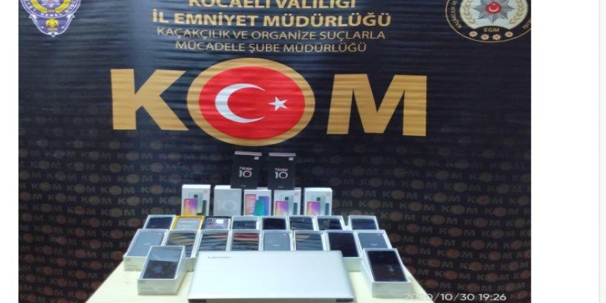 Kocaeli'de gümrük kaçağı cep telefonu ile IMEI kopyalamada kullanılan bilgisayar ele geçirildi