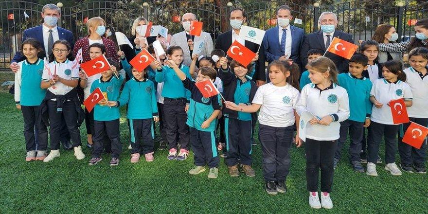 NATO PA Türk heyeti TMV Gürcistan Uluslararası Maarif Okullarını ziyaret etti