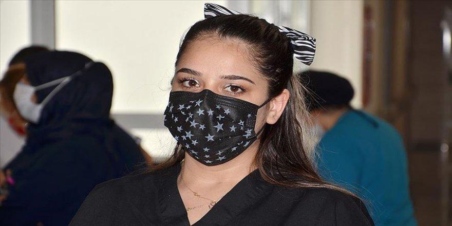 Kovid-19'u yenen hemşire hastalara şifa olmaya devam ediyor