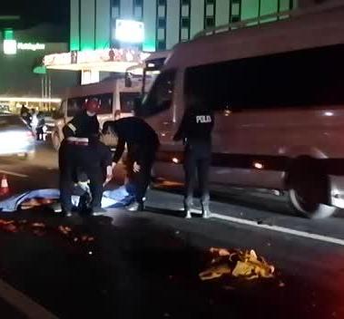 Gebze'de feci kaza ! Araba çarpan kadının parçalarını yoldan topladılar