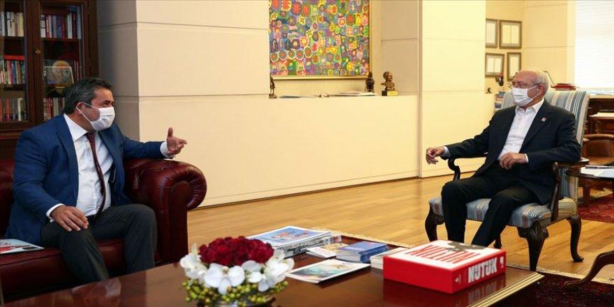 Kılıçdaroğlu: Demokrasiyi, insan haklarını savunmak gibi bir görevi üstlenmek zorundayız