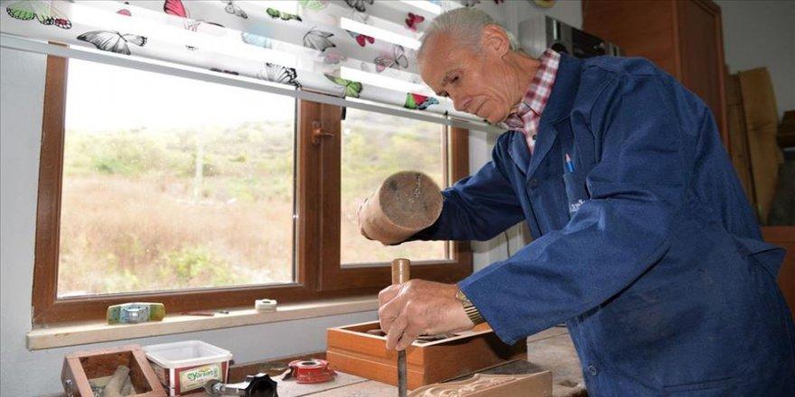 Sanatçıların mobilyalarını tasarlayan marangoz, atölyesini köyüne taşıdı