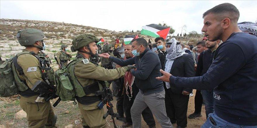 İsrail askerlerinden Yahudi yerleşim birimleri ve yıkımların protesto edildiği gösteriye müdahale