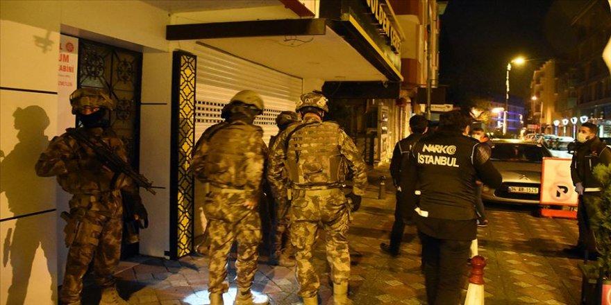 Uyuşturucu satıcılarına yönelik eş zamanlı operasyonda çok sayıda şüpheli yakalandı