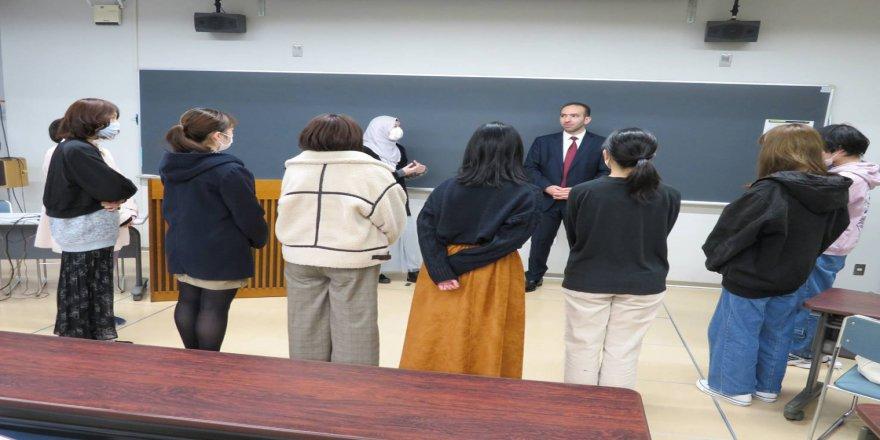 Japonya'da üniversite öğrencilerine ezan semineri