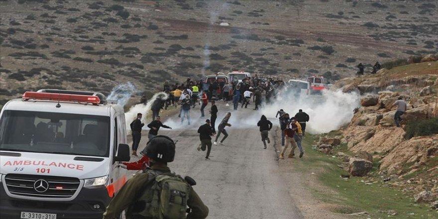 Filistin, İsrail askerlerinin ambulanstaki yaralıyı gözaltına alma girişimini kınadı