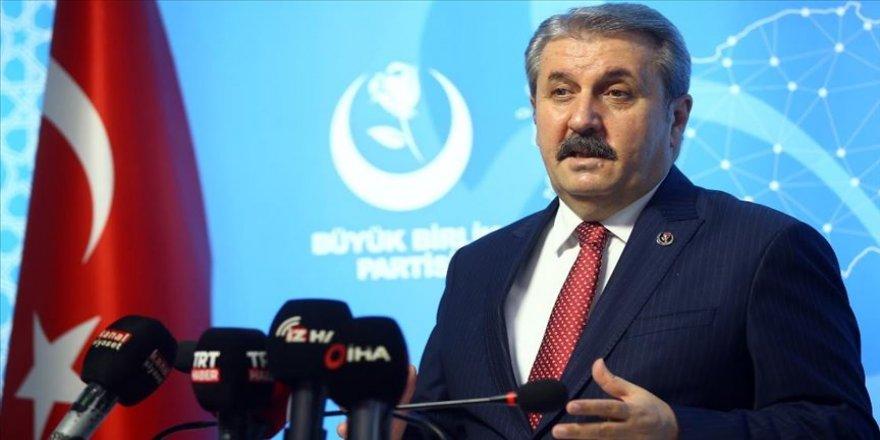 BBP Genel Başkanı Destici: Teröristlerin sözcüsünün model olarak gösterilmesi Bülent Arınç'a yakışmamıştır