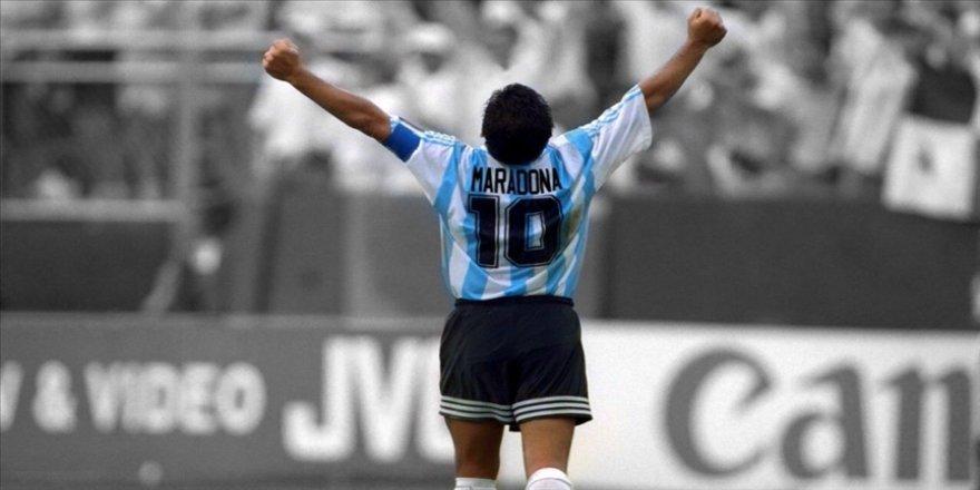 Dışişleri Bakanı Çavuşoğlu'ndan futbolcu Maradona için taziye mesajı