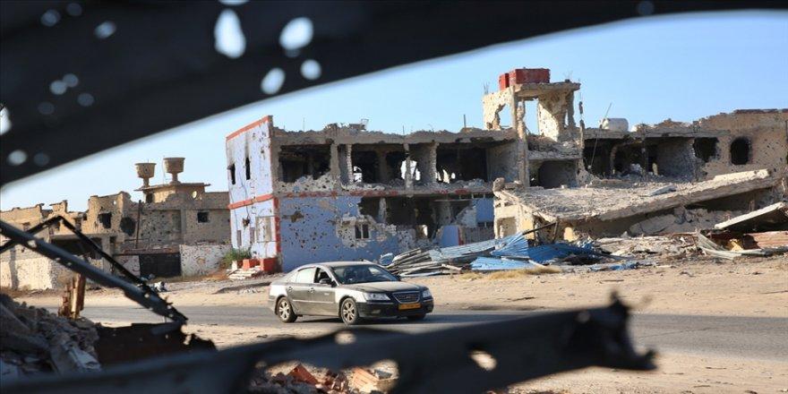 Libya'daki siyasi diyaloğun seyri belirsizliğini korurken Hafter milislerini batıya kaydırmaya başladı