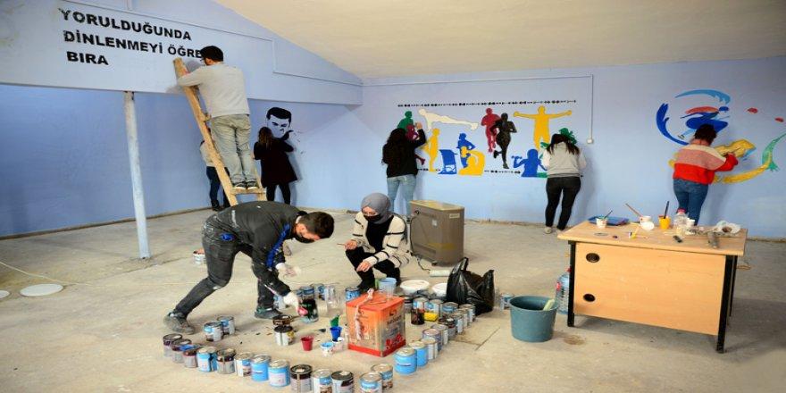 'Renkli Rüyalar'ıyla atıl durumdaki 45 yıllık okul binasını eğitime kazandırdılar