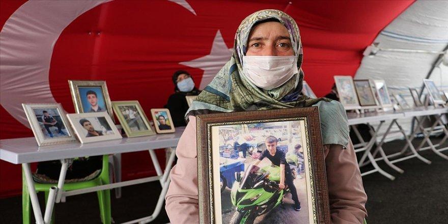 Diyarbakır annelerinden Ay: Oğlumu alana kadar buradan gitmiyorum