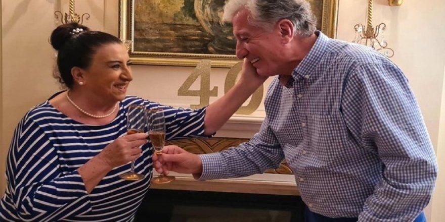 Perran Kutman  Koral Sarıtaş evliliklerinin 40. yılını kutladı.