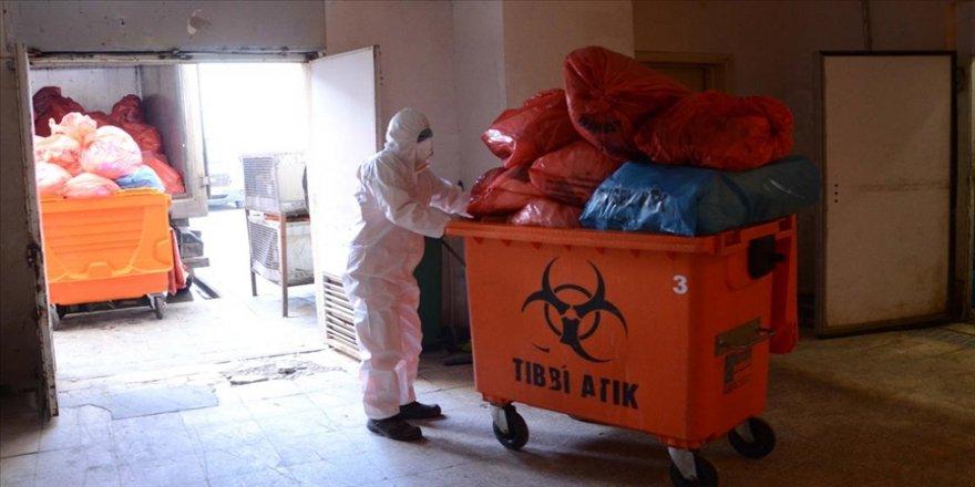 Katı atık ekiplerinin Kovid-19 sürecinde yoğun mesaisi