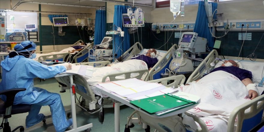 İran'da son 24 saatte 382 kişi Kovid-19'dan hayatını kaybetti