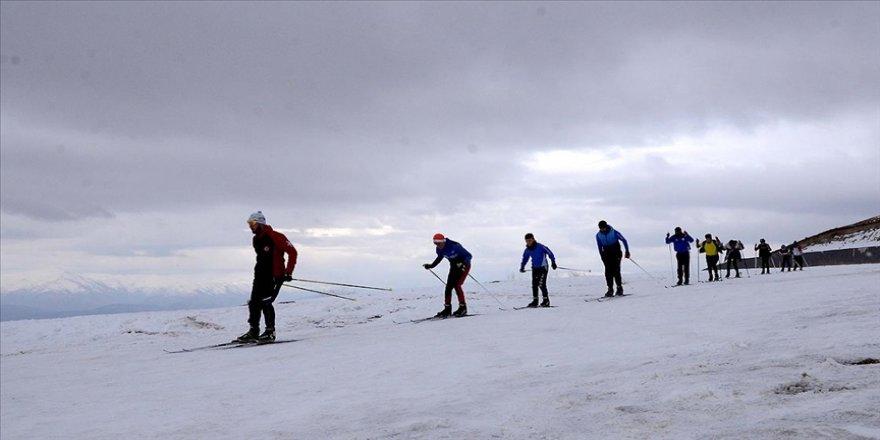 Kayaklı koşu takımı Nemrut Dağı'nda antrenman yapıyor