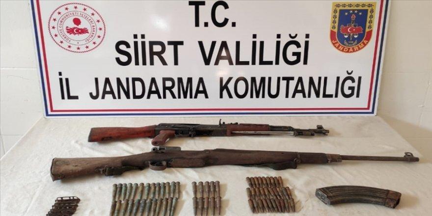 Siirt kırsalında PKK'lı teröristlere ait silah ve mühimmat ele geçirildi