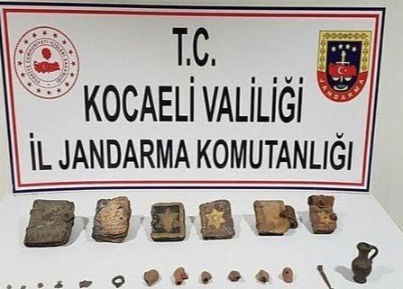 Dilovası'nda tarihi eser satmaya çalışan beş şüpheli yakalandı.