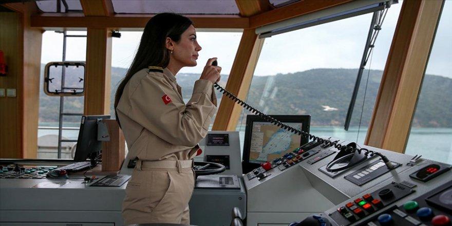 Kıyı Emniyetinin ilk kadın römorkör kaptanı dümen başında