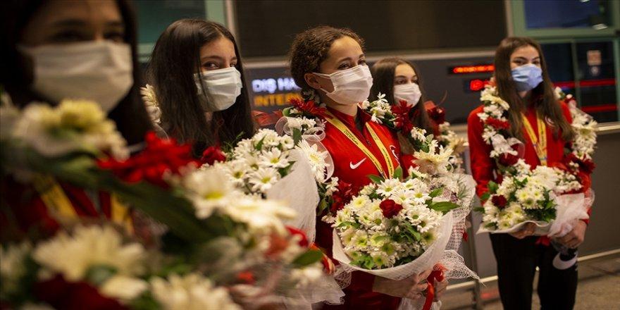 Avrupa'da Türkiye rüzgarı estiren milli cimnastikçilerin altın madalya gururu