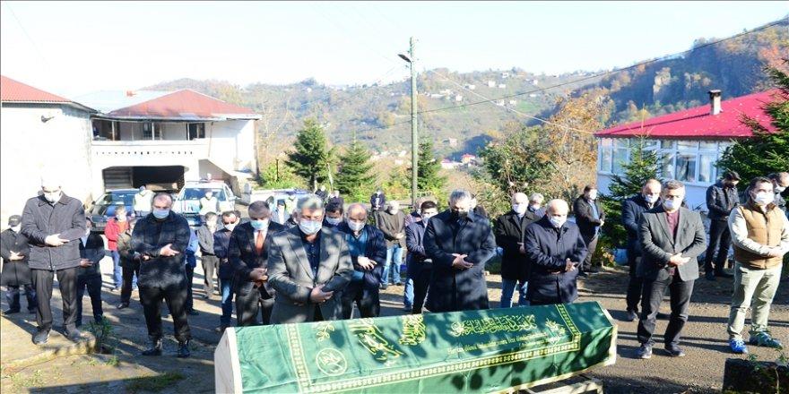 Kovid-19 nedeniyle vefat eden avukat Necip Kibar'ın cenazesi toprağa verildi