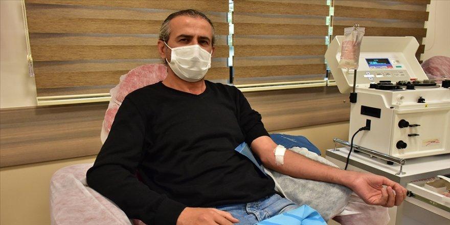 Kovid-19'u yenen doktor immün plazma bağışıyla hastalara umut oluyor
