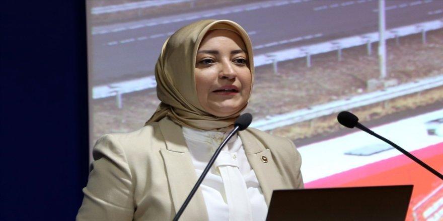 AK Parti'li Atabek'ten 'Kadın milletvekilleri sahada daha avantajlı' değerlendirmesi