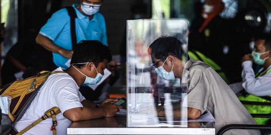Endonezya'da Kovid-19 tedbirleri sıkılaştırıldı