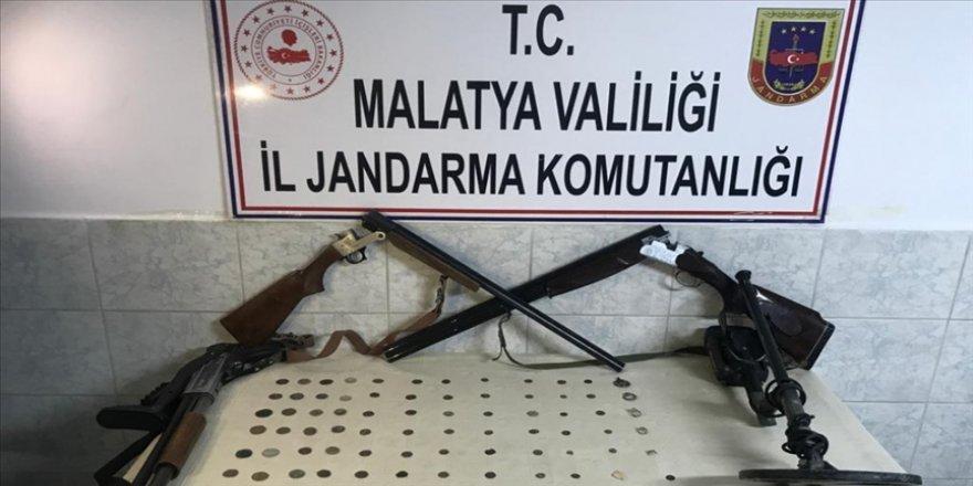 Malatya'da çeşitli dönemlere ait 101 sikke ele geçirildi: 1 gözaltı