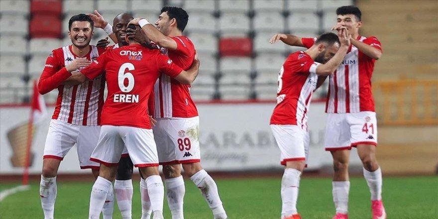 Antalyaspor sahasında Fatih Karagümrük'ü 3-1 yendi